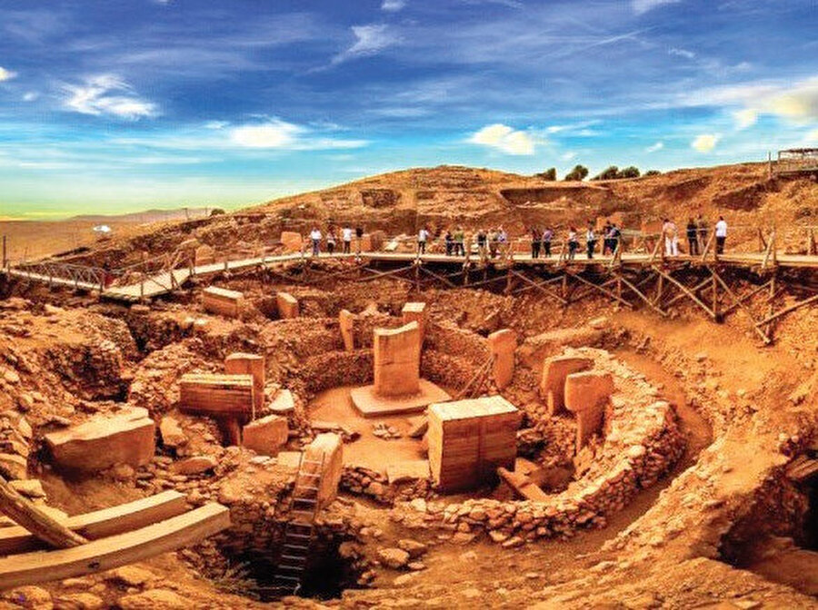 Göbeklitepe veya Göbekli Tepe, Şanlıurfa il merkezinin yaklaşık olarak 22 km kuzeydoğusunda, Örencik Köyü yakınlarında yer alan dünyanın bilinen en eski kült yapılar topluluğudur.