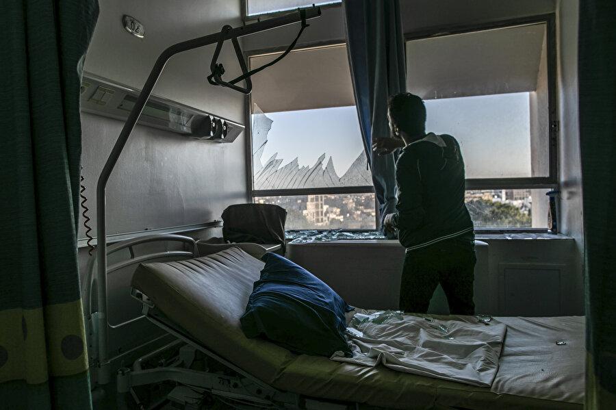 Kronik hastalığı bulunan özellikle Korona teşhisi konulan hastaların bulunduğu El-Hadra Hastanesi büyük hasar gördü.