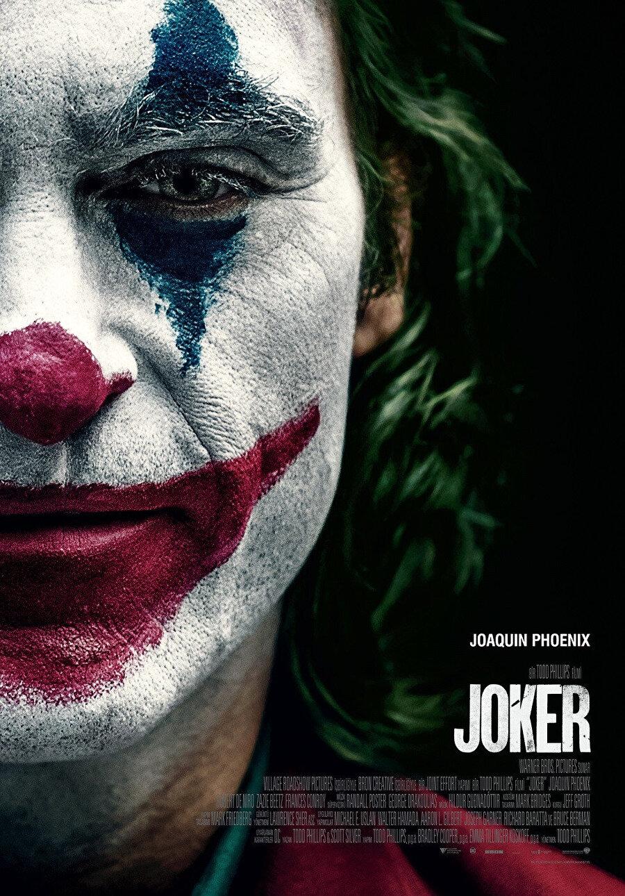 Çağımızın en iyi aktörlerden biri olduğunu bu filmde yeniden kanıtlayan Joaquin Phoenix her ikisi de uçlarda dolaşan iki farklı karaktere zengin bir performansla hayat veriyor.