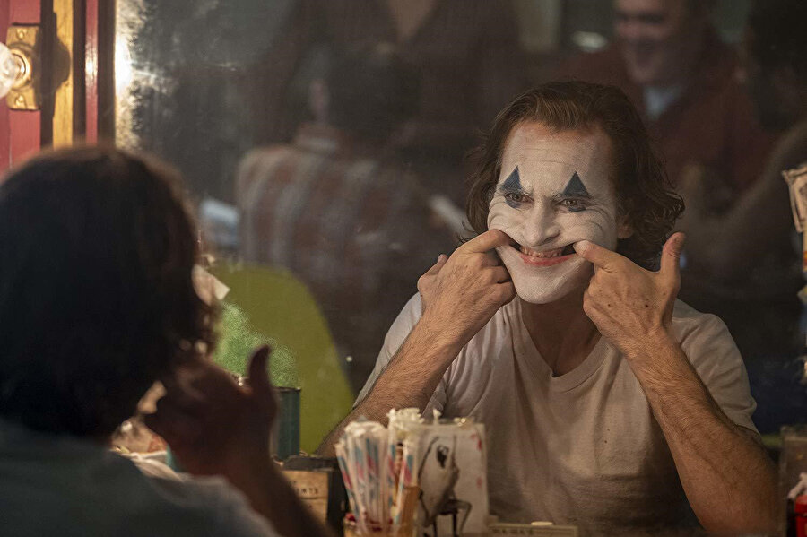 Joker'in Venedik gibi prestijli bir film festivalinden büyük ödülü kapması beklentileri hayli yükseltti.