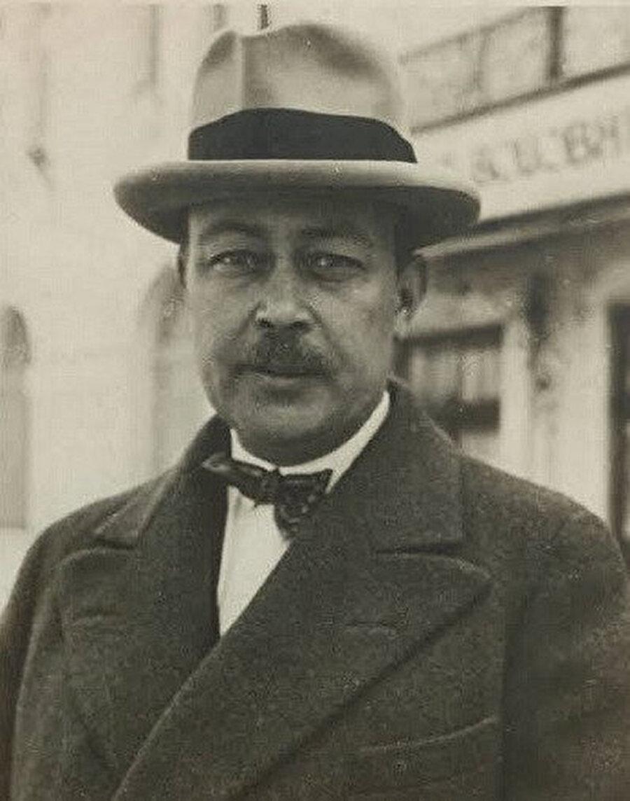 Türk gazeteci, yazar, milletvekili. Cumhuriyet döneminin en etkin gazetecilerinden Falih Rıfkı Atay. (1894-1971)