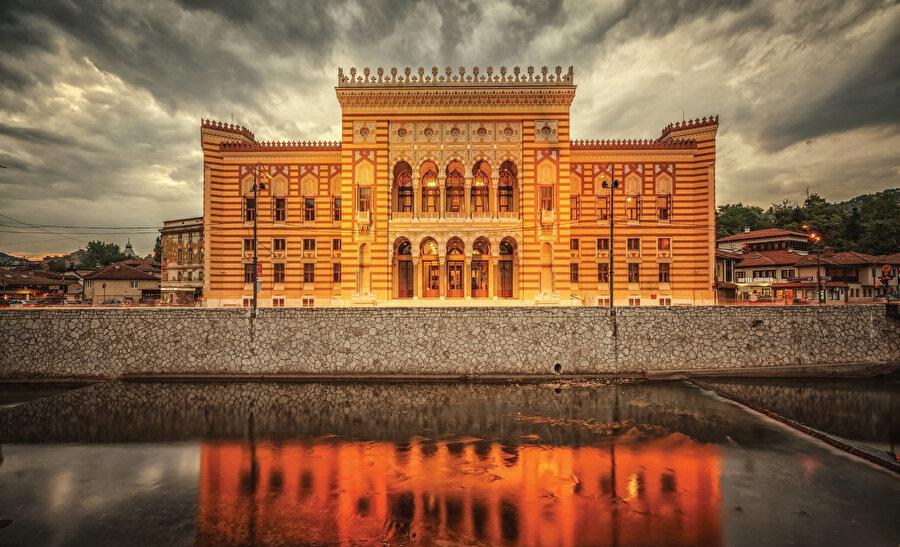 1896'da hizmete açılan bina, II. Dünya Savaşı sonuna kadar belediye binası, sonrasında ise ulusal kütüphane olarak hizmet vermiştir.
