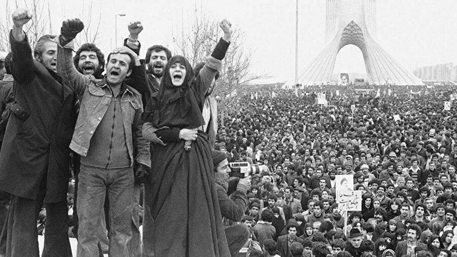 1982'de Humeynî'ye suikast planladığı iddiası ve devrim karşıtlığı suçlamasıyla idam edilmişti. Aynı yıllarda İran Millî Televizyonu'nu yeni bir gündem beklemekteydi: İran-Irak savaşı.