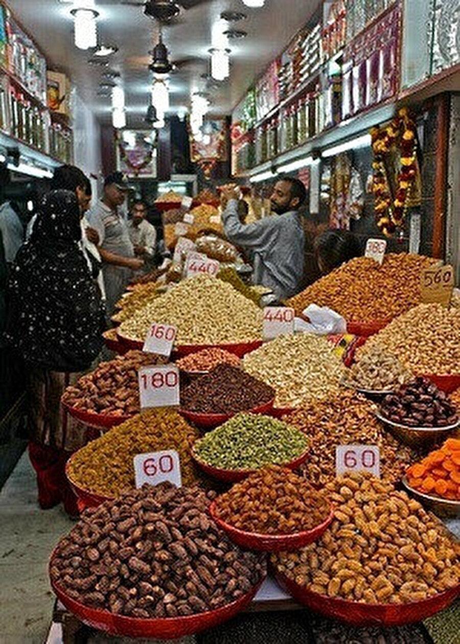 Khari Baoli'de bir baharat dükkanı.