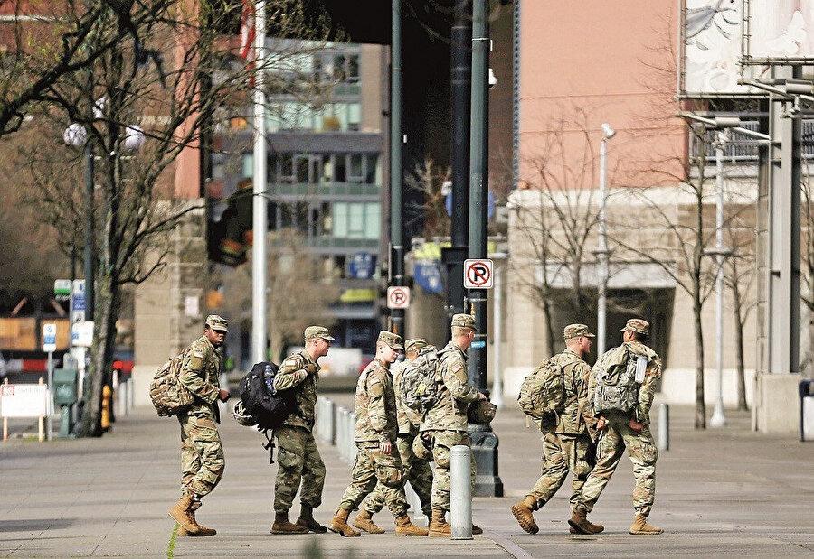 Virüs bulaşmış askerler de sokağa indi.