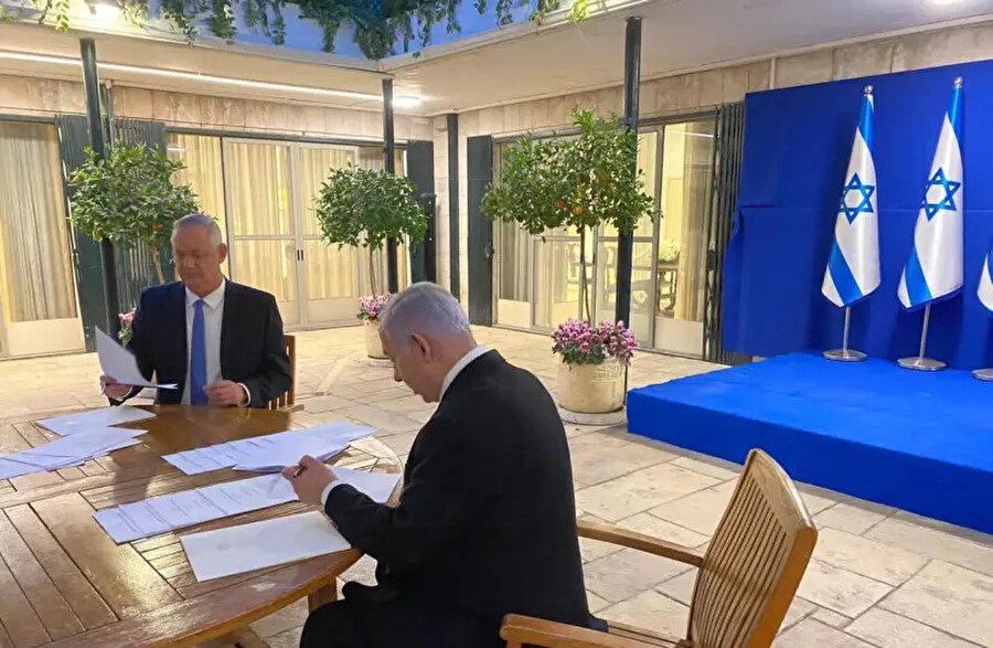 Koalisyon krizi Başbakan Binyamin Netanyahu ile Mavi-Beyaz İttifakı lideri Benny Gantz'ın uzlaşmaya varmasıyla çözüldü.