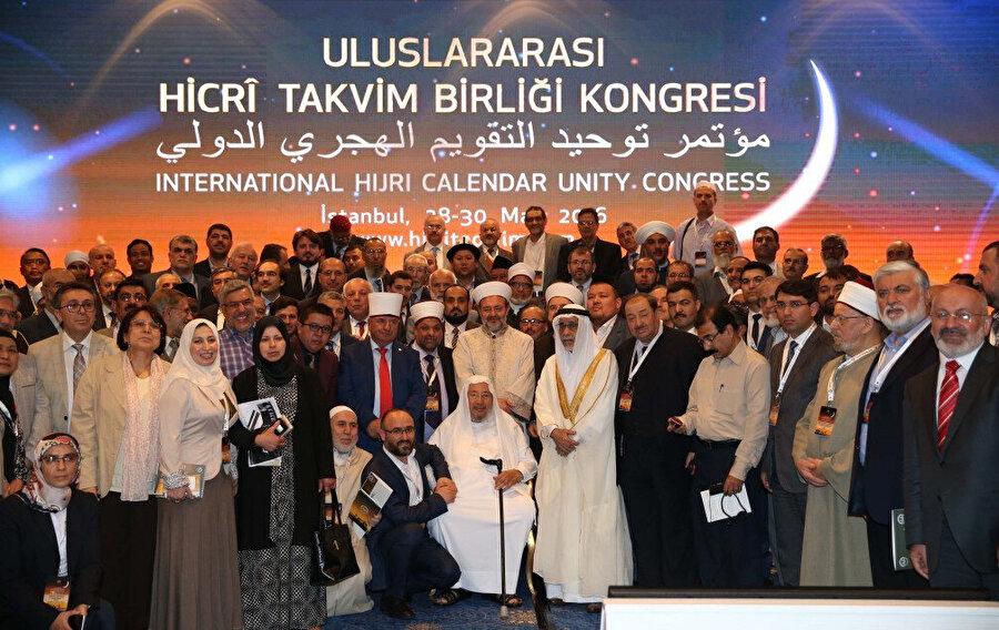 2016'da Türkiye'de düzenlenen takvim birliği ve hilali gözetleme konulu konferansın katılımcıları...