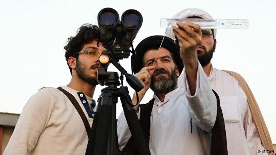İran'da hilal gözetlenirken ince hesap yapılıyor.