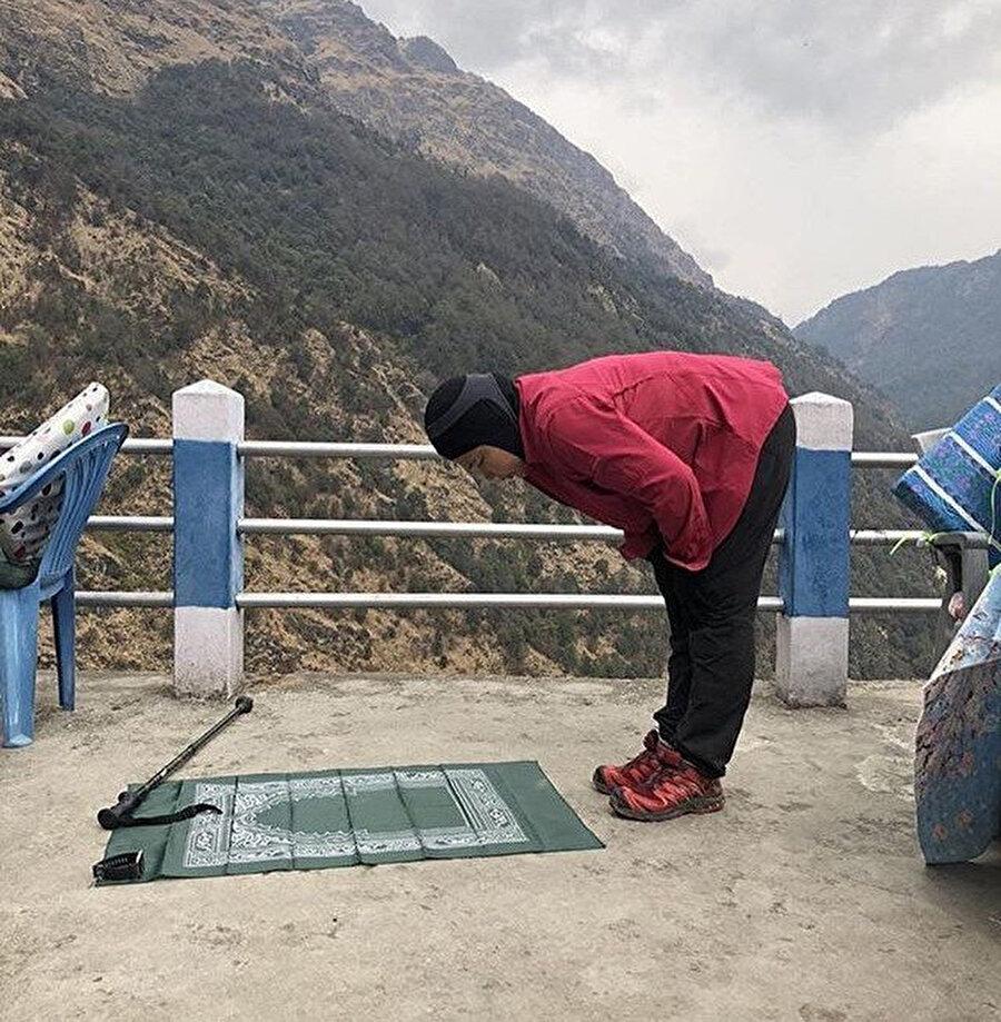 """""""Namaz Kılacağımız Yerler"""" ile ölmeden önce gidilmesi görülmesi gereken yerler listesi yapmaya başladım. Sürekli karşıma çıkan yer ise Himalayalar, bir gün mutlaka orada namaz kılmak istiyorum."""