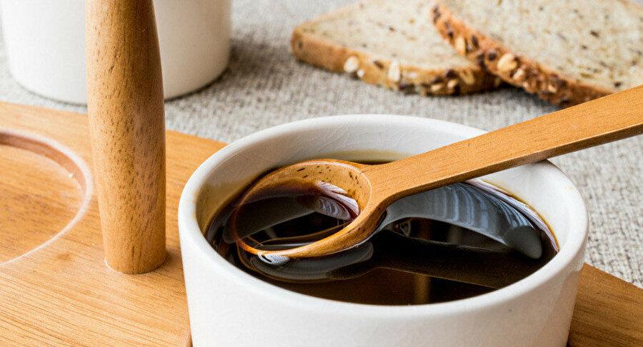 Pekmez, yüksek şeker içeriği nedeniyle iyi bir karbonhidrat ve enerji kaynağıdır. Ayrıca, mineralleri yoğun olarak içermektedir.