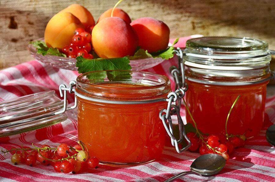 Rafine şeker yerine, doğal reçelleri tercih edebiliriz.