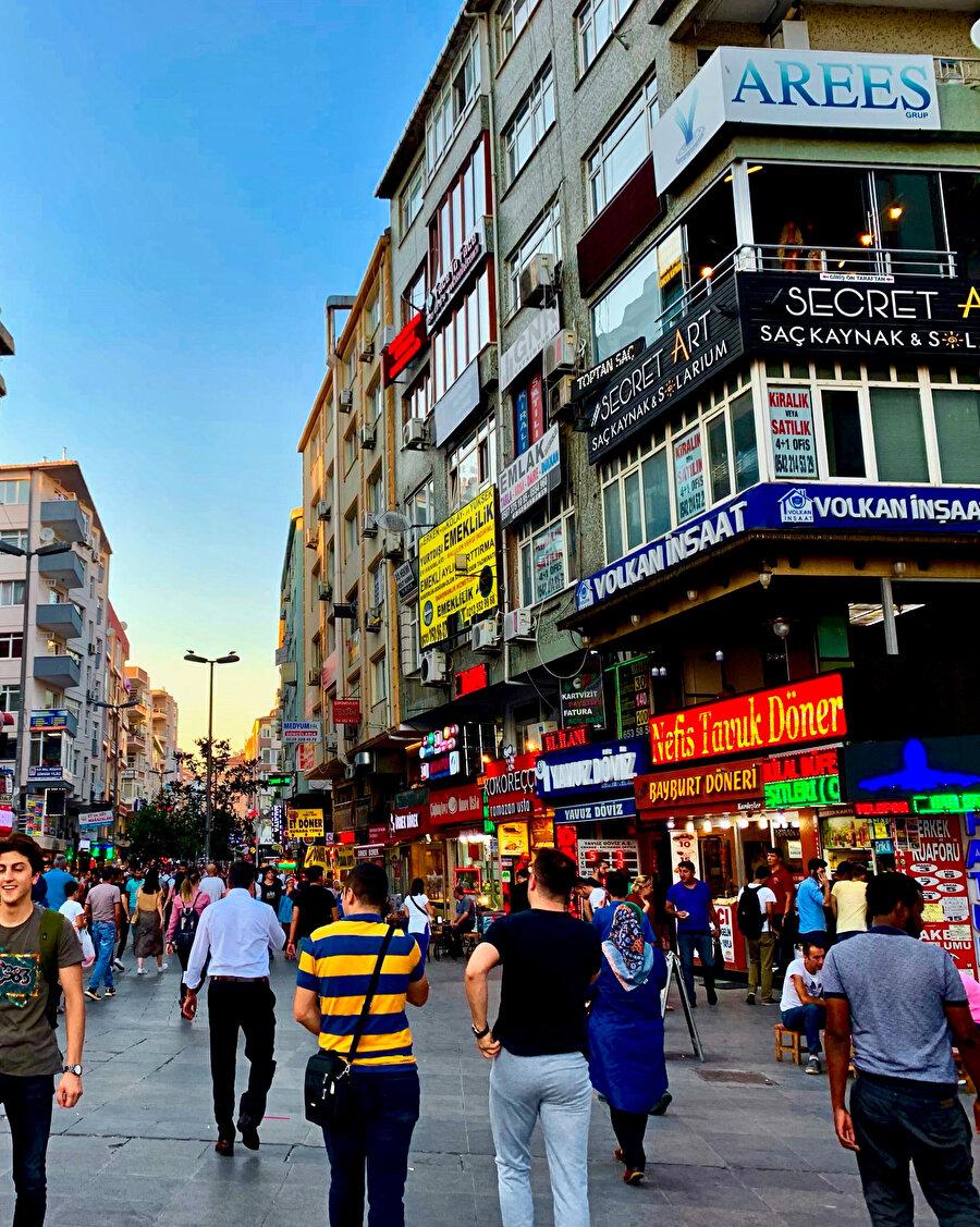 Şehre karışmayan telaşlarımla yürürdüm Şirinevler'e ve yürüyüşüm sinerdi içime.