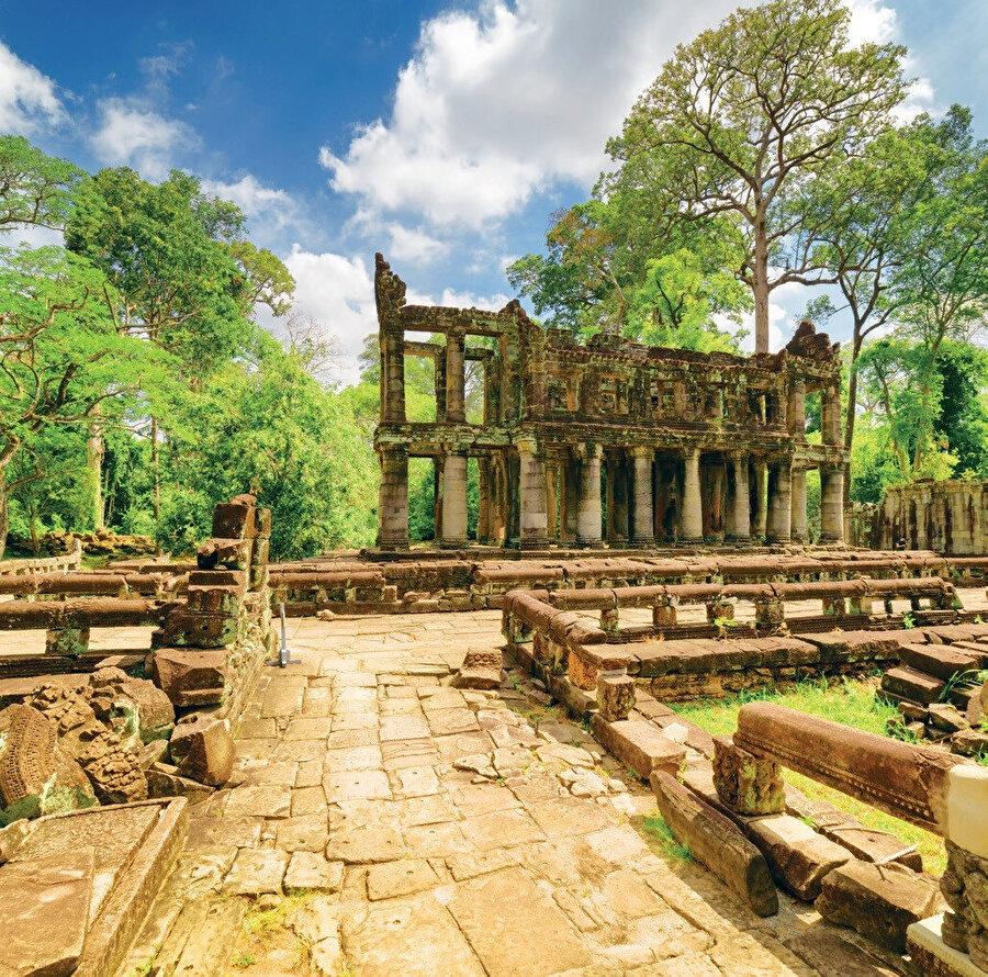 Preah Khan, 12. yüzyılda Kral Jayavarman VII'nin babasını onurlandırmak için inşa ettiği tapınaktır.
