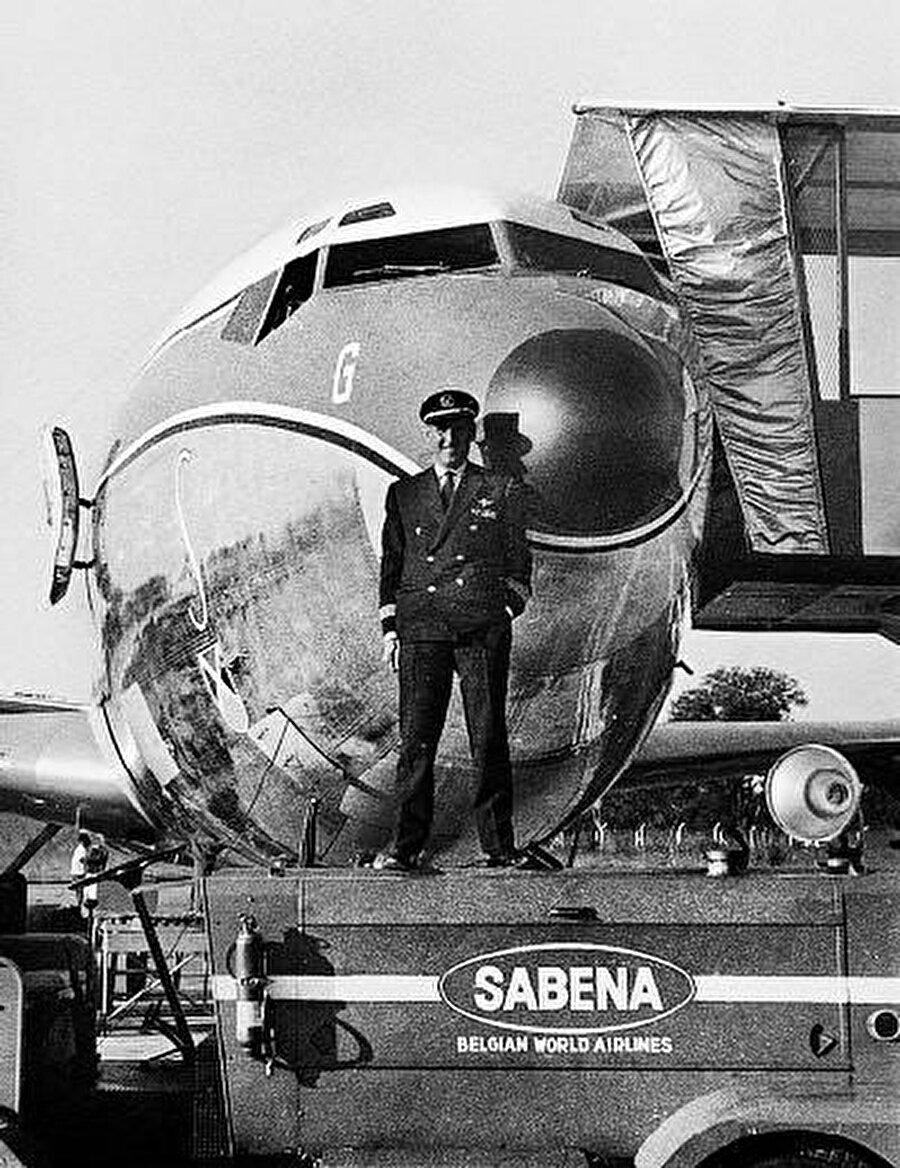 Uçağın pilotu Reginal Levy, İkinci Dünya Savaşı sırasında İngiliz ordusunda pilot olarak görev yapmış bir isimdi.