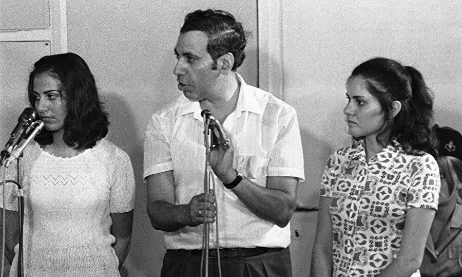 Teresa (Sağda) ve Rima, İsrail mahkemesinde yargılanıyor.