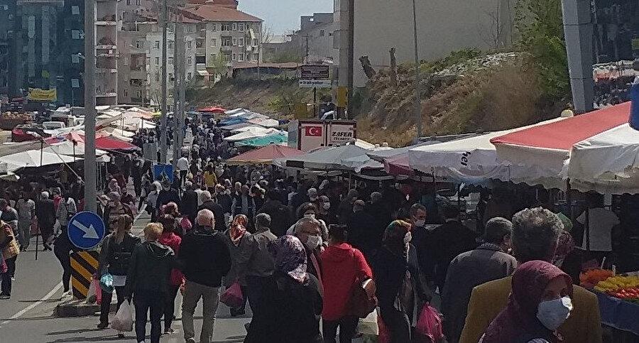 Sokağa çıkma kısıtlamasının bitmesinin ardından vatandaşlar caddelerde yoğunluk oluşturdu