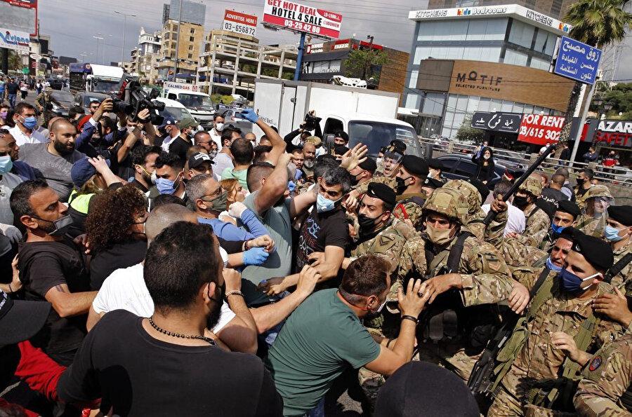 Ülkenin pek çok noktasında düzenlenen protestolarda ordu ile göstericiler arasında arbede yaşandı.