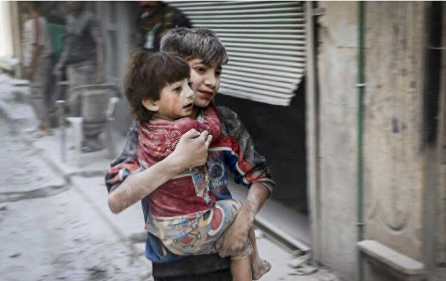 9 yıllık iç çatışma ve savaşta 1 milyondan fazla sivilin katledildiği, 10 milyona yakın sivilin yerinden edildiği ülke, bir anda dünya gündeminden düştü.