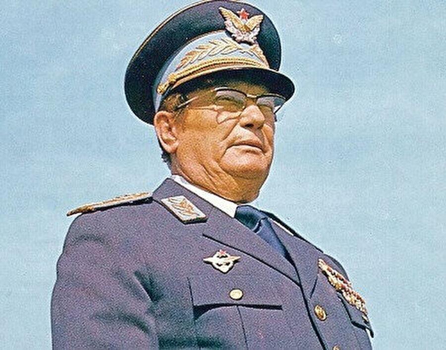 Josip Broz Tito, kazandığı savaş ve yürüttüğü mücadele ile Mareşal unvanını aldı.