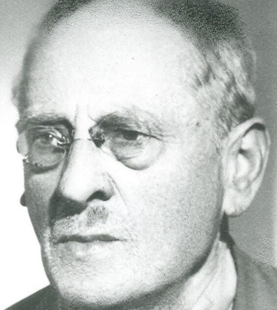 Rescher Koleksiyonu, ismini aslen Alman bir Yahudi olan Şarkiyatçı Oskar Rescher'den alır. 1925 yılında İstanbul'a yerleşen Oskar Rescher, İstanbul'da İsmail Sâib Efendi'nin sohbetlerine devam etmeğe başlamış ve nihayetinde ihtida edip Osman Reşer adını almıştı.
