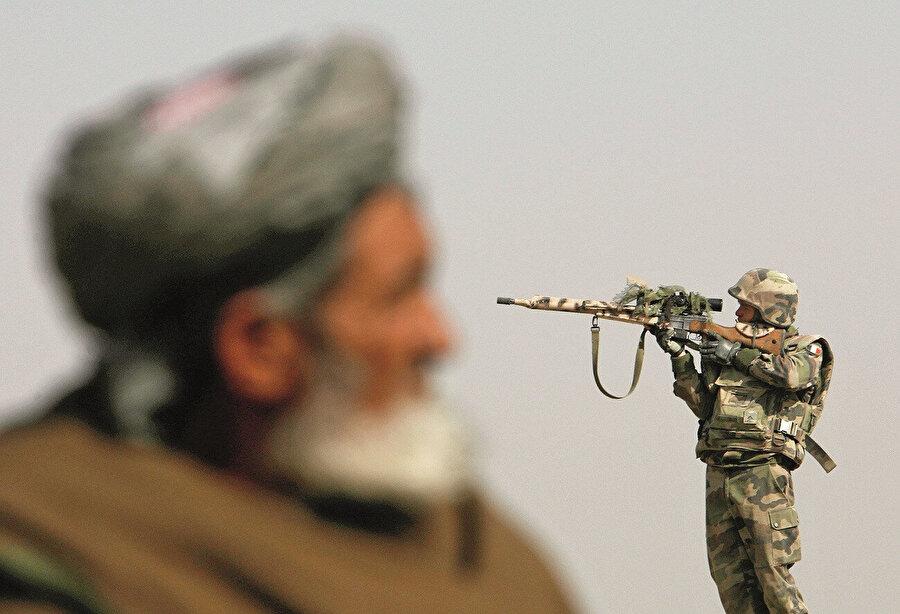 Anlaşmanın imza edildiği günden bu yana 24 bölgede 76 saldırı yapan bir Taliban gerçeği söz konusu. Taliban'ın hedefindekiler elbette Amerikan askerleri değil, aynı toprağın evladı olan Kabil hükümetine ait silahlı güçler.