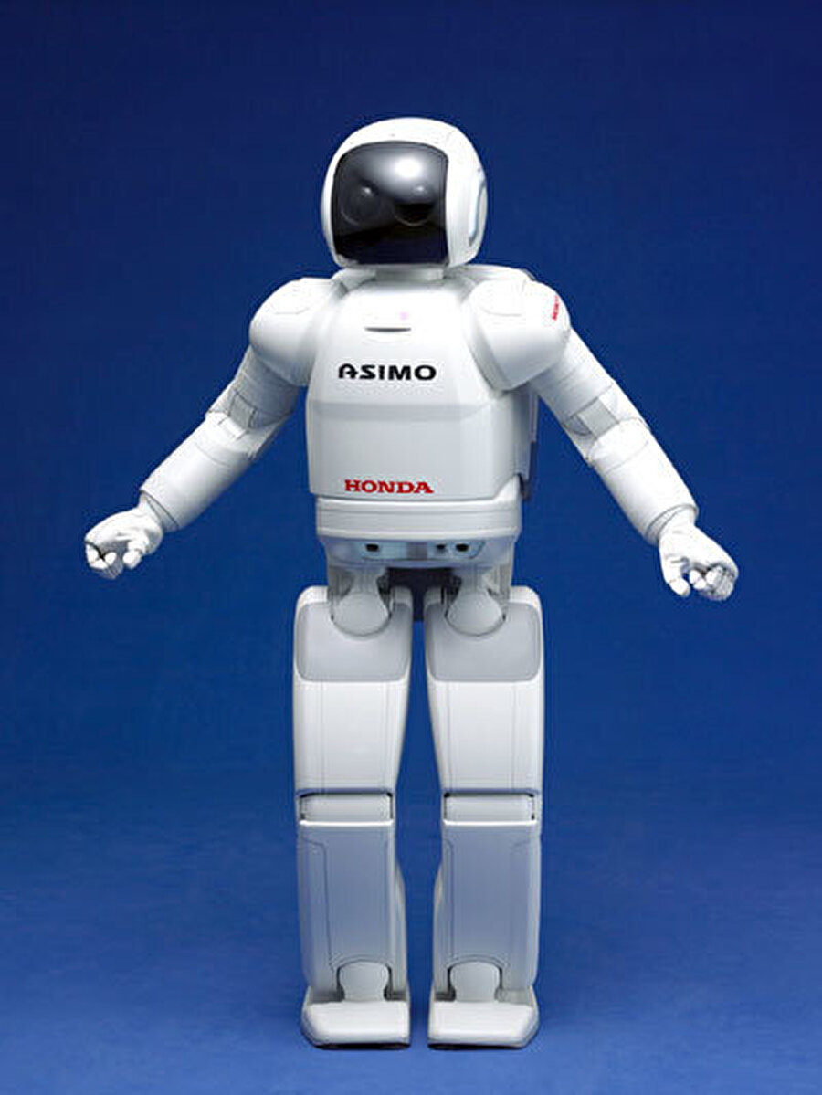 2000 yılında Honda'nın tüm dünyaya tanıttığı humanoid robot Asimo'ydu. Asimo pek çok ülkeyi gezerek, siyasilerle temaslarda bulundu.