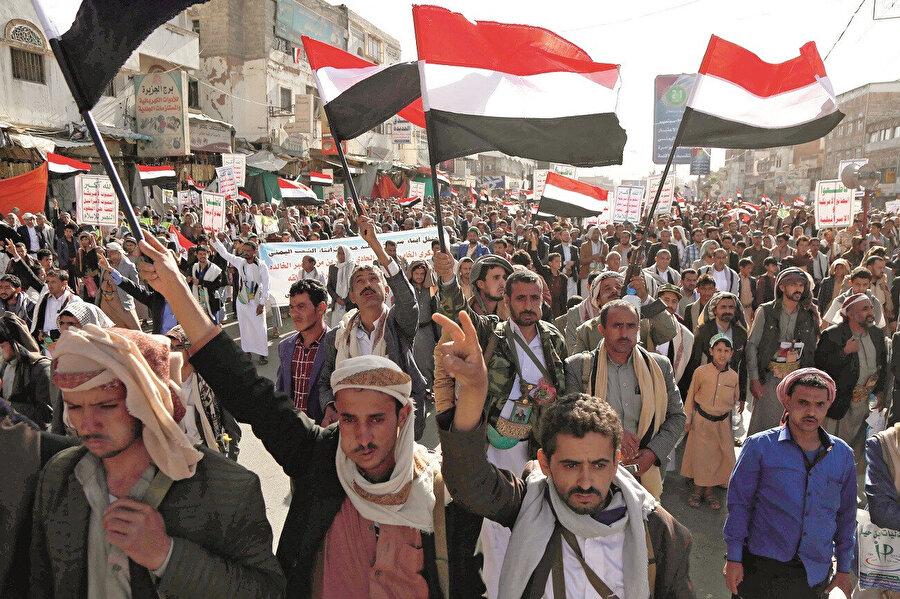 Husilerin Yemen'deki faaliyetlerinin İran'ın Suriye'deki faaliyetlerine paralellik arz ettiği söylenebilir.