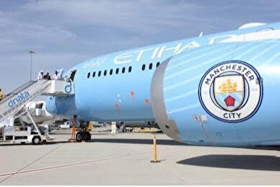 Manchester City amblemi taşıyan BAE uçağı Hafter güçlerine milis tedarik etmek için önce Sudan'a ve ardından Çad'a indi.