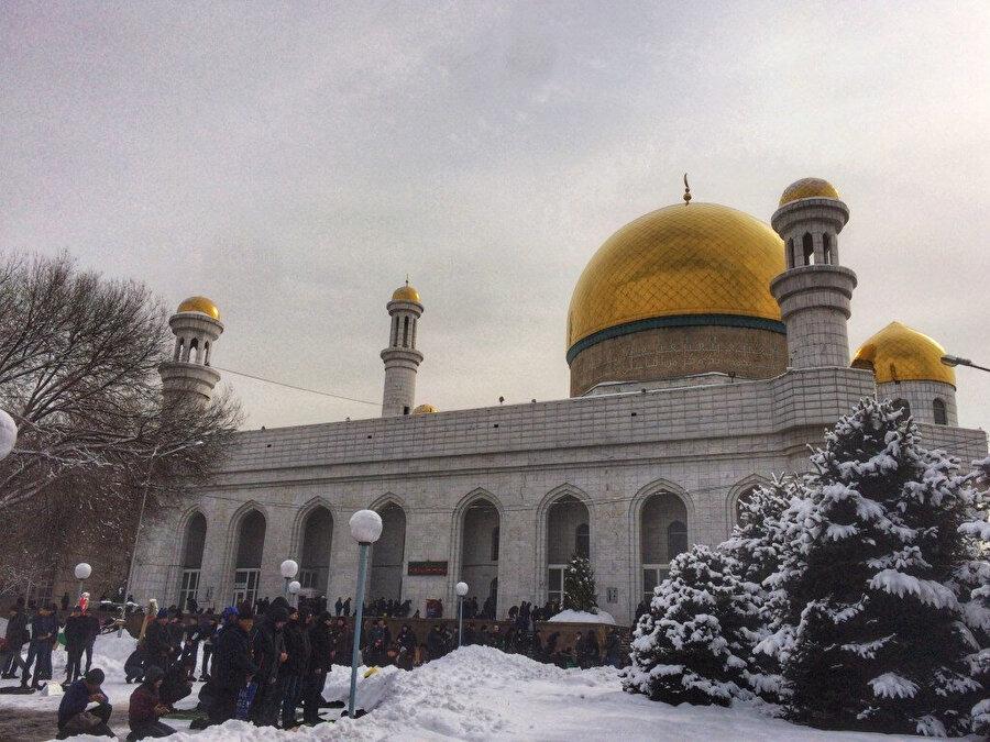Almati Merkez Camisi, Kazakistan'ın en büyük camilerinden biridir.