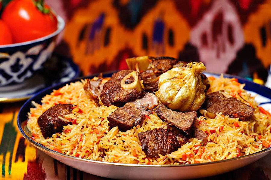 Özbek pilavı, Özbekistan'da Özbek plov, pilav, polov ve aş gibi farklı isimlerle adlandırılır.