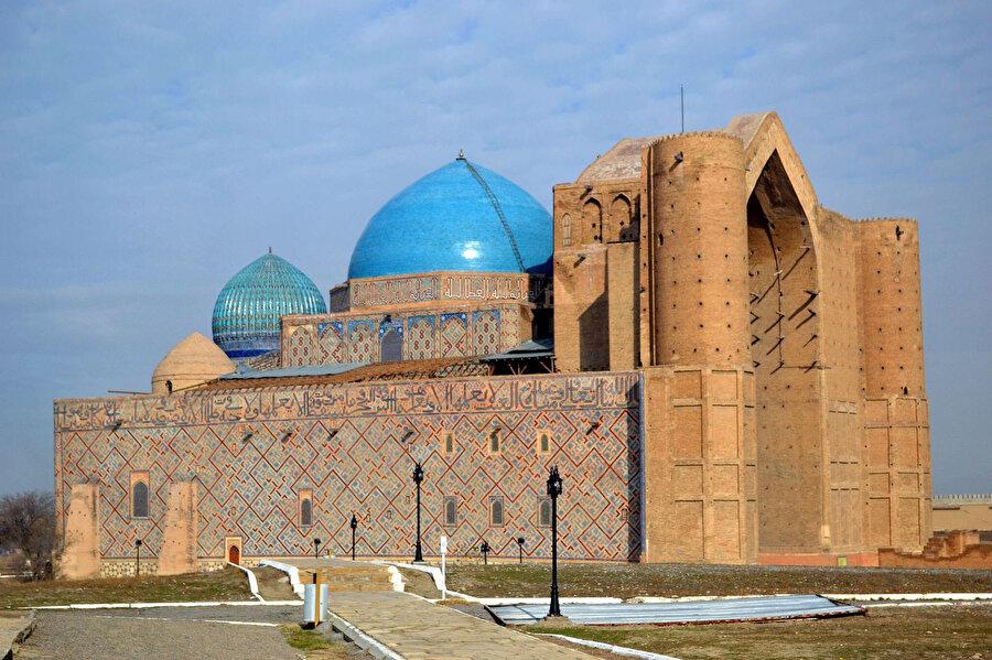 Timur'un emriyle inşa edilen Ahmet Yesevî türbesi.