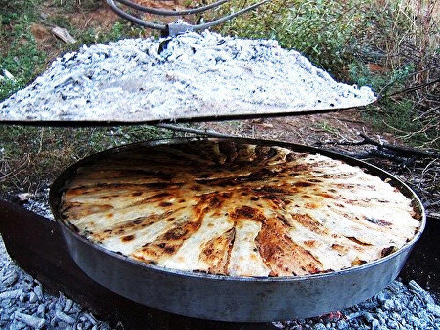 Odun ateşinde bir başka güzel olan Arnavut böreğini, evinizde de deneye bilir o lezzete kısmen ulaşablirsiniz.