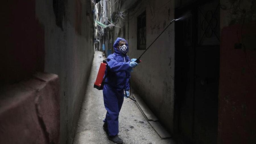 Lübnan'da Filistinlilerin yaşadığı mahallede koronavirüse karşı alınan tedbirler.