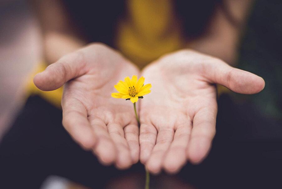 Aşkın bencil bir tarifini yaptığımız zaman, oradan insanlığa bir hayır gelmez.