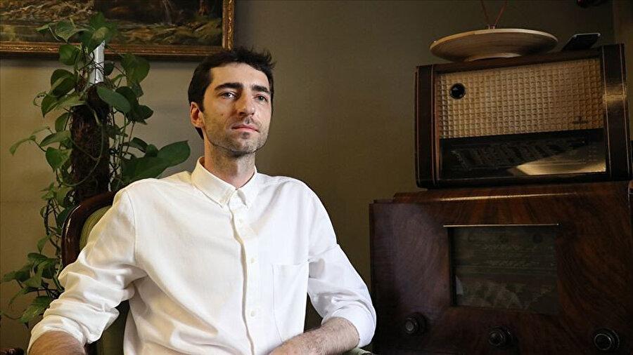 Evgeny, ilk bestesini 16 yaşında iken üyesi olduğu bir punk grubu için yapmıştır.