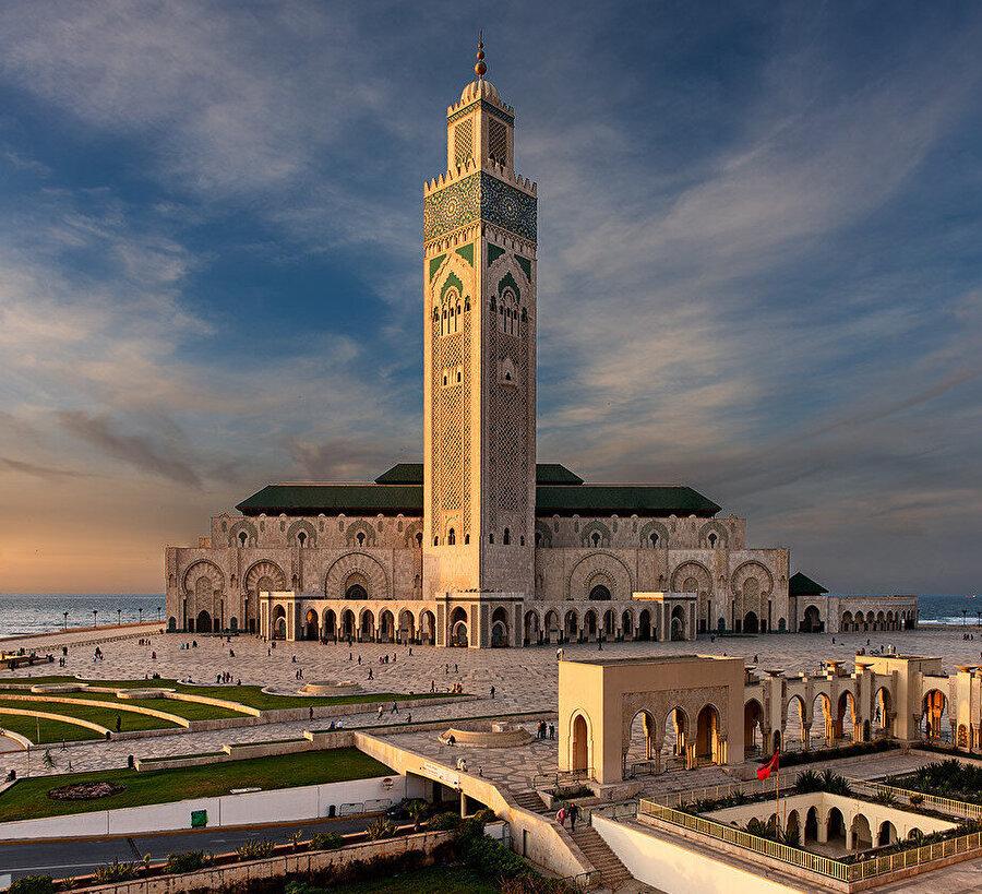 Fas, Kazablanka'da inşa edilen Kral İkinci Hasan Cami.