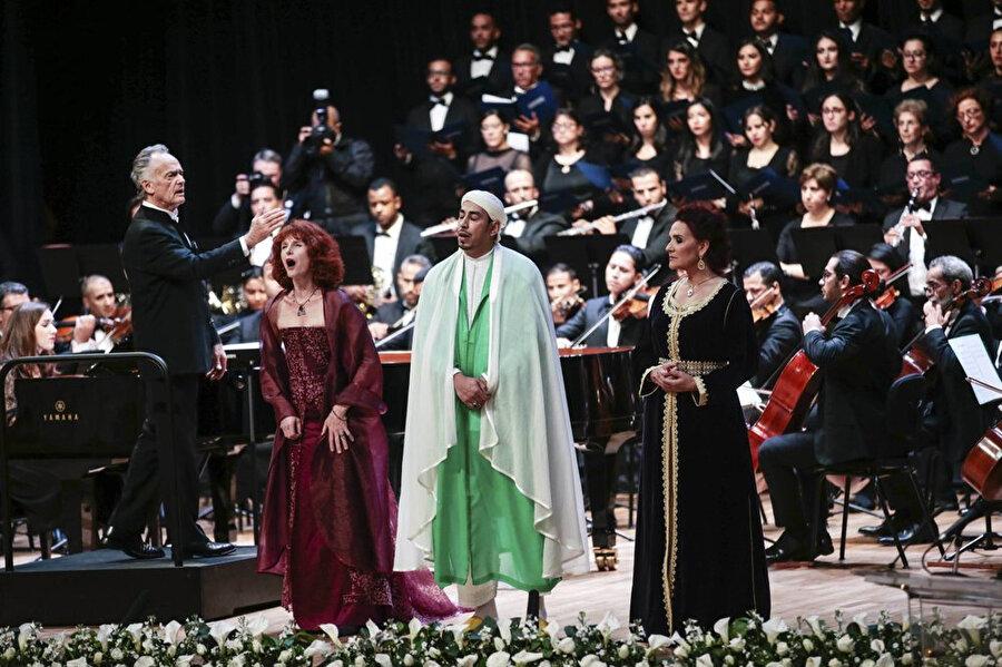 Altıncı Muhammed'in emriyle kurulan İmam ve İmame Yetiştirme Enstitüsü'nde Papa Francis onuruna verilen konser.