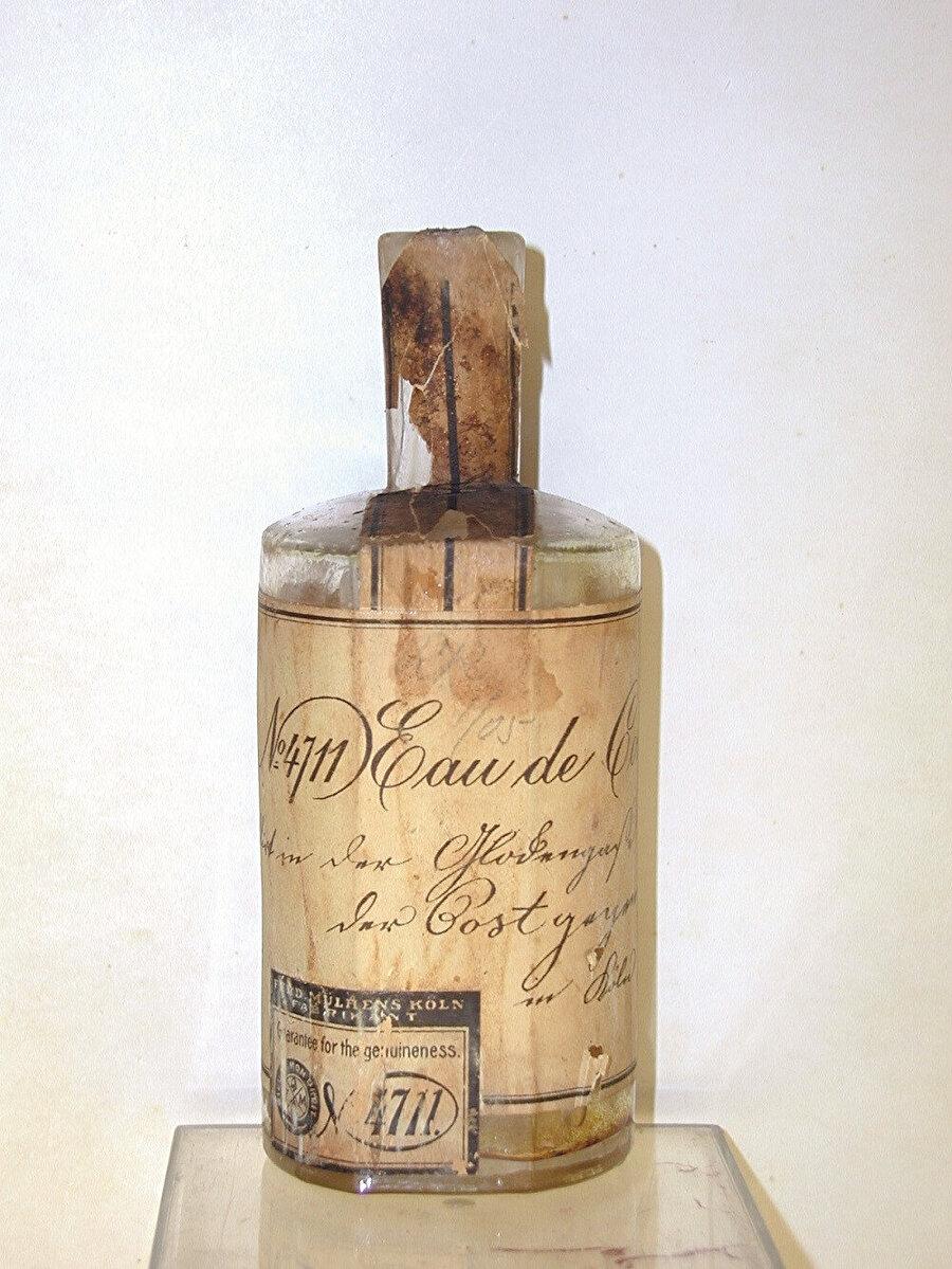 Kolonya 1709 yılında Giovanni Paolo Feminis adındaki bir İtalyan tarafından Köln'de üretilmiştir.