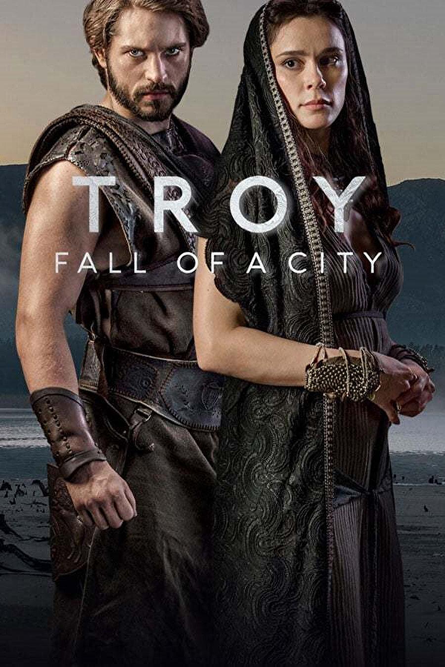 Netflix'in iddialı yapımlarından Truva: Fall of a City (Truva: Bir Şehrin Düşüşü), nisan ayında ilk sezonuyla ekrana geldi. Game of Thrones tadında bir dizi arayanların ilgisini çekmesi muhtemel dizi, kaliteli oyunculukları ve başarılı görsel efektleriyle dikkat çekiyor. Dizi, ülke olarak yakından bildiğimiz çoban Paris ve Spartalı Helen arasındaki aşkın neden olduğu Yunan-Truva Savaşı'nı konu alıyor.