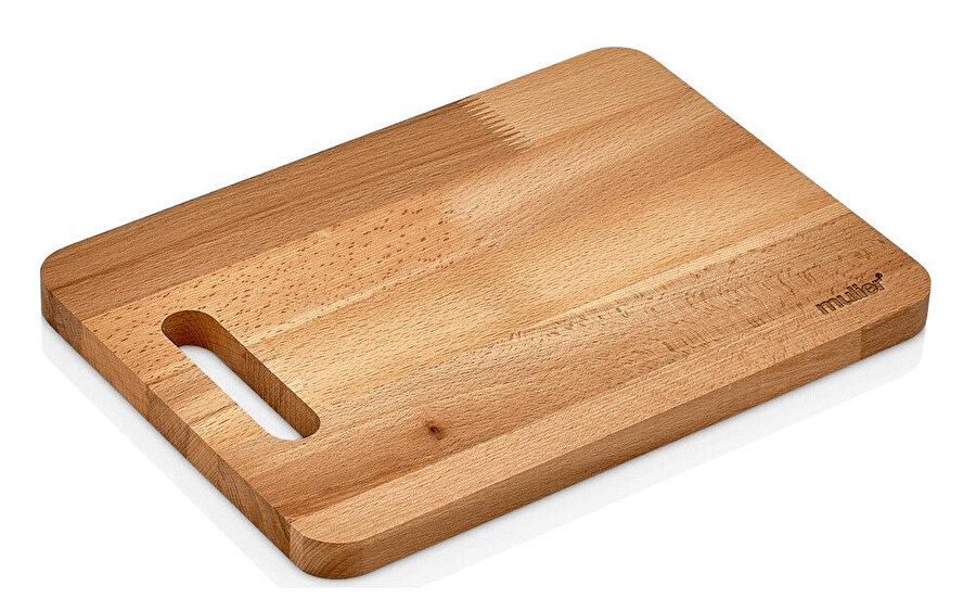 Ahşap kesme tahtasını, karbonat ve limon yardımı ile temizleyebilirsiniz.