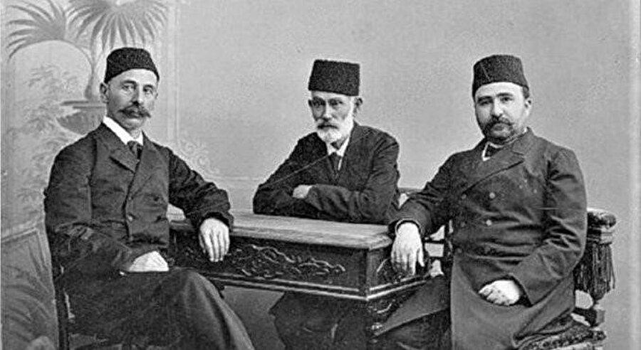 Siyasete atıldı ve 1878'de Bahçesaray belediye başkanı seçildi.