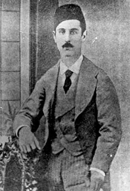 1851 yılında Kırım'a bağlı Bahçesaray yakınlarındaki Avcıköy'de doğdu.