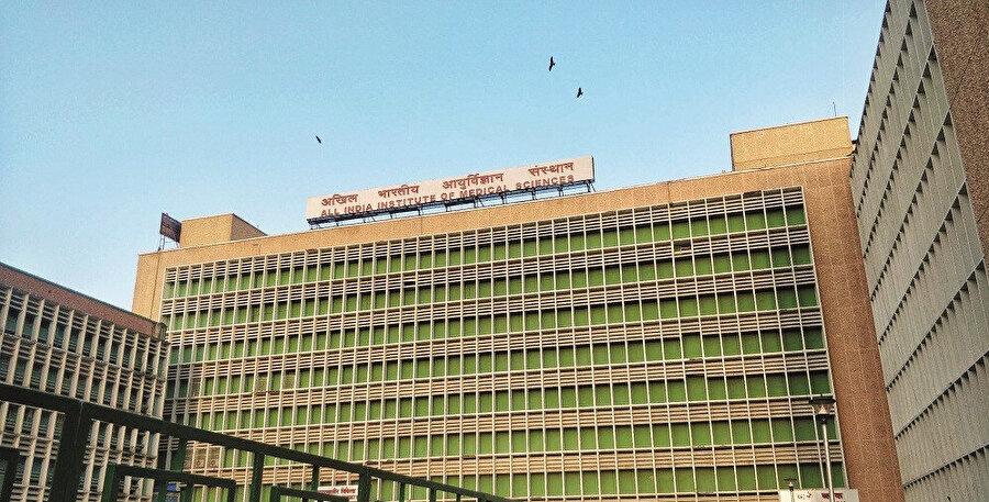 Yeni Delhi'deki Tüm Hindistan Tıp Bilimleri Enstitüsü