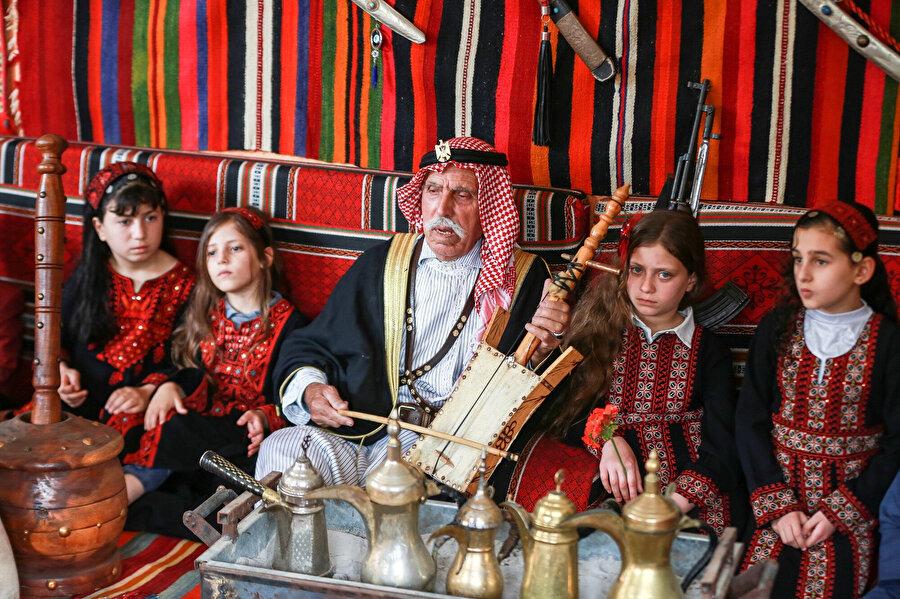 Ebu Diyb'in Filistin'in bir asırlık tarihi sığdırdığı çadırı.