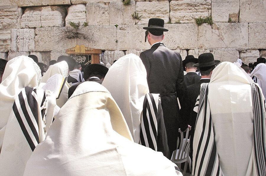 Görüldüğü gibi Harediler yani dindar Yahudiler, İsrail içinde büyük bir baskı altındadır.