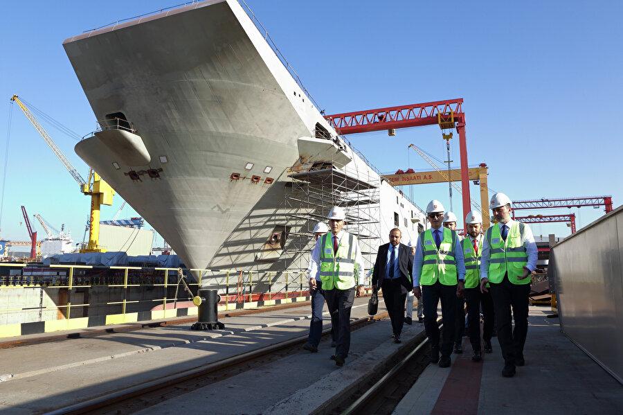 Türkiye'nin ilk uçak gemisi