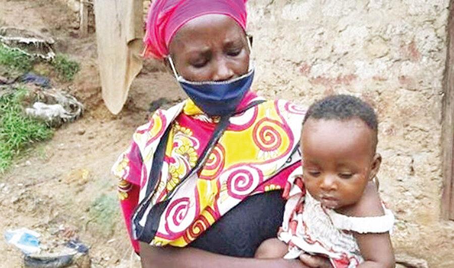 Kenya'nın turistik ve zengin bir şehri olan Mombasa'da yaşayan 8 çocuklu Kitsao isimli kadın, geçen yıl çeteler tarafından öldürülen kocasından kalan iki odalı evde 1400 yıllık bu kıssanın kendine düşen payını yaşarken bulundu.
