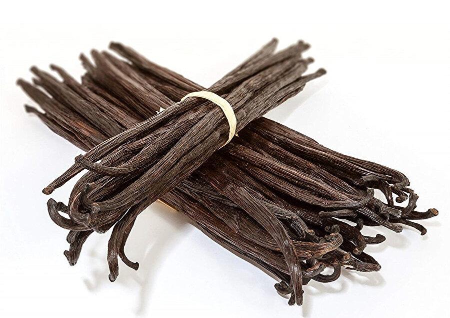 Vanilya önceleri tapınaklarda koku vermek veya kötü ruhları uzak tutmak için kullanılırdı. Sonradan Meksikalılar Vanilyayı içeceklerine tat vermek amacı ile kullanmaya başladılar.