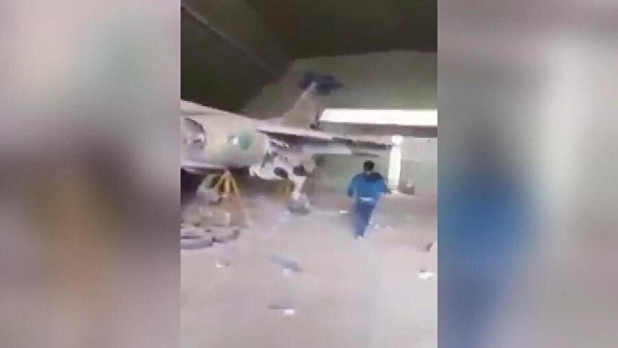 Hangarlarda bekletilen kullanılamaz durumdaki savaş uçakları.