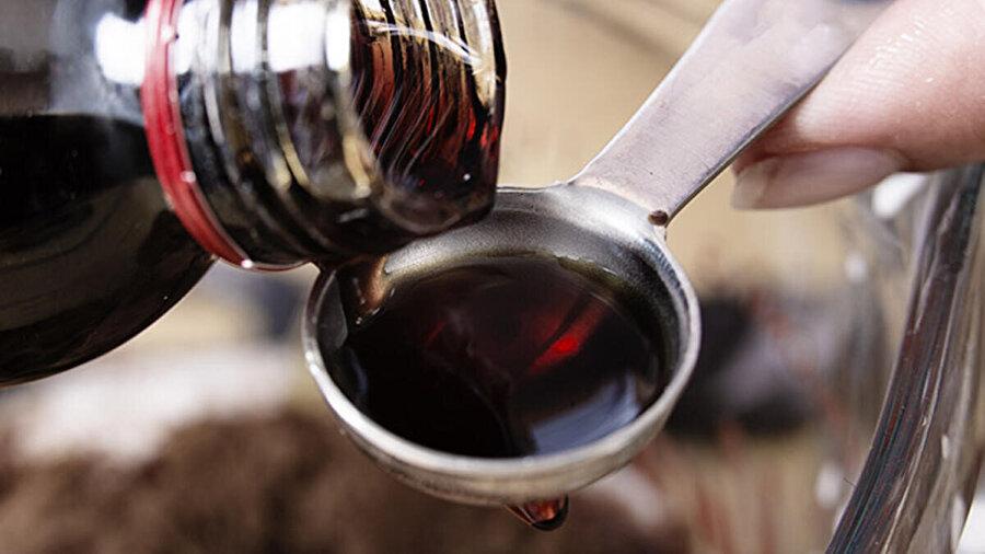 Akçaağaç şurubu, akçaağaçtan elde edilen tatlı bir şurup. Amerika Birleşik Devletleri ve Kanada'da yoğun olarak waffle ve pankek ile beraber tüketilir.